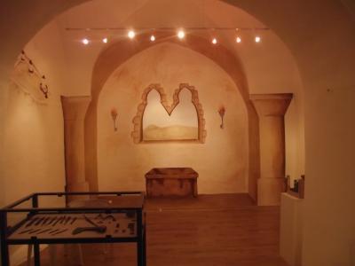 Obr. 3: Iluzívna maľba vo výklenku výstavného priestoru (foto autor)