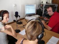 Hlavním lektorem skupiny Radio je slovensky novinář a farář, Tomáš Rastislav Höger