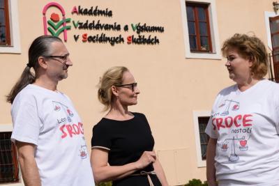 """V týchto dňoch vzniká v Holíči iniciatíva """"Len srdce nestačí!"""", ktorú môžete symbolicky podporiť nosením trička."""