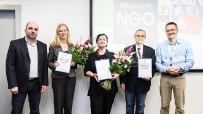 Ján Báhidský z Business Intelligence Club, o. z. (druhý z prava) prevzal ocenie NGO Awards 2017
